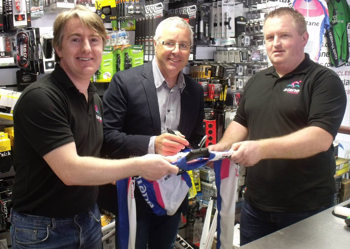 Paul and Andrew Slane with former World Champion, Tour de France and Giro d'Italia winner Stephen Roche