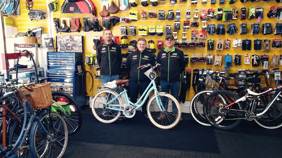 Staff at Portsmouth Cycle Exchange with Volt Kensington electric bike