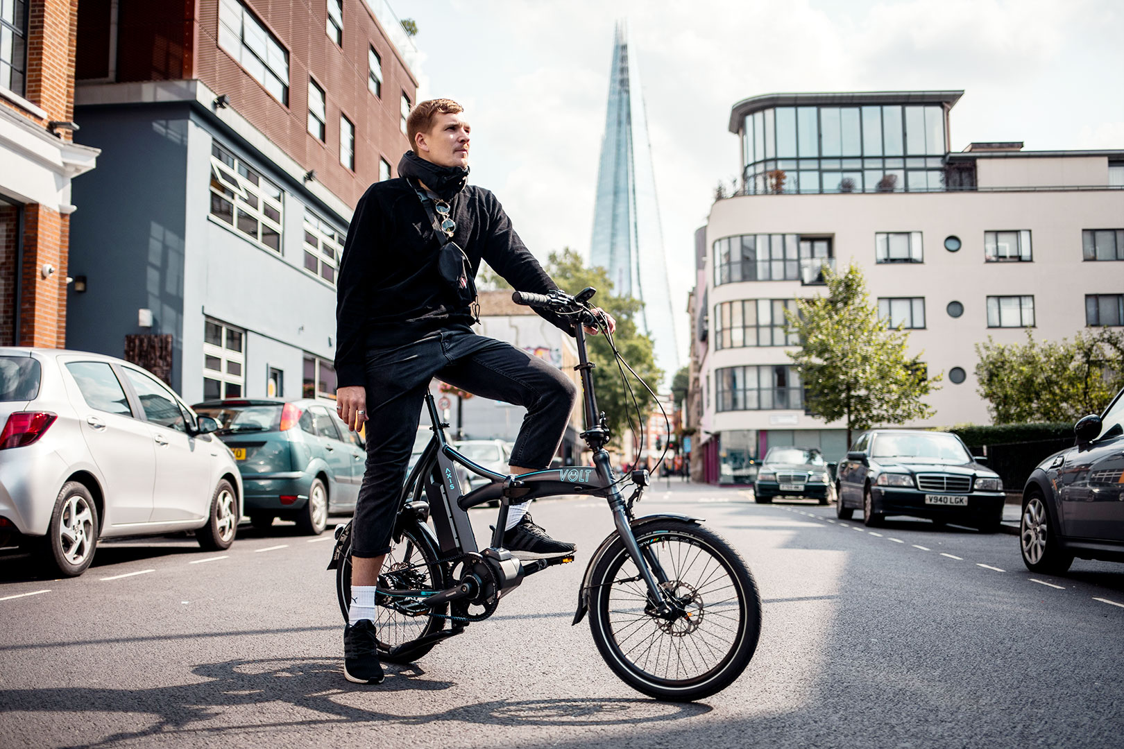 Man cycling Volt Axis Folding Shimano STEPS city of London