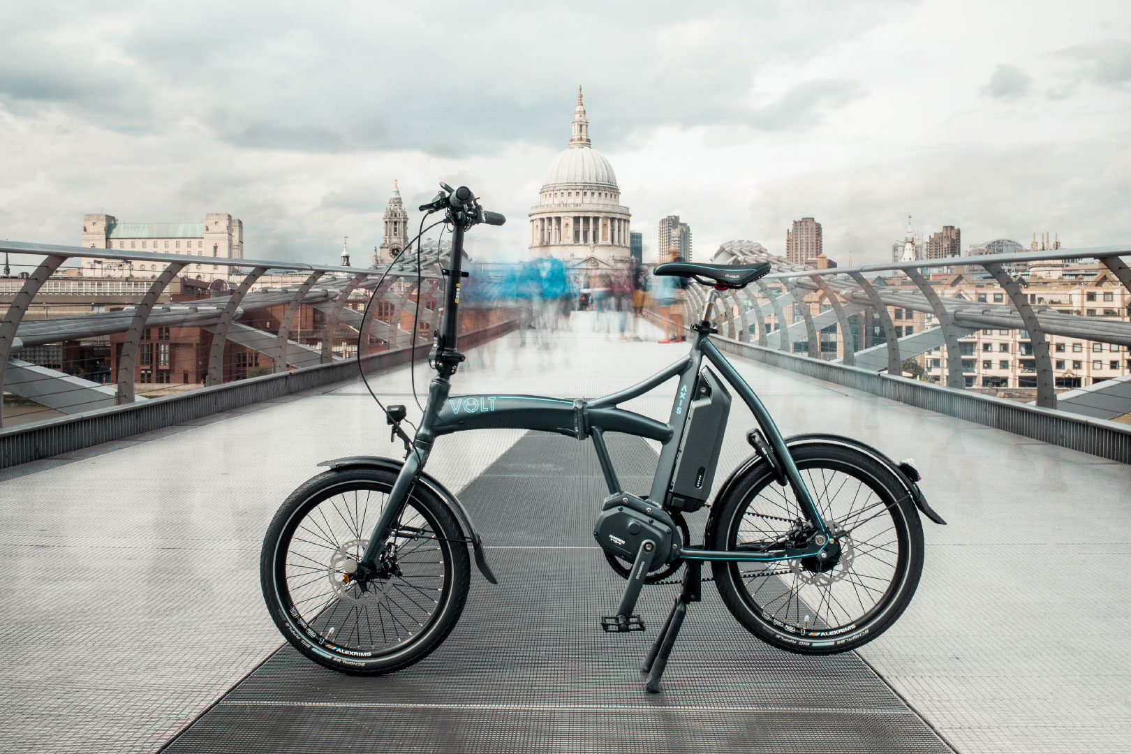Volt Axis Folding Shimano STEPS ebike looks amazing standing in Millennium Bridge