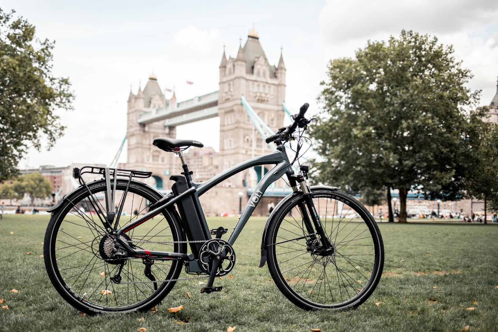 Volt Pulse X Hybrid E-bike in Front of Tower Bridge